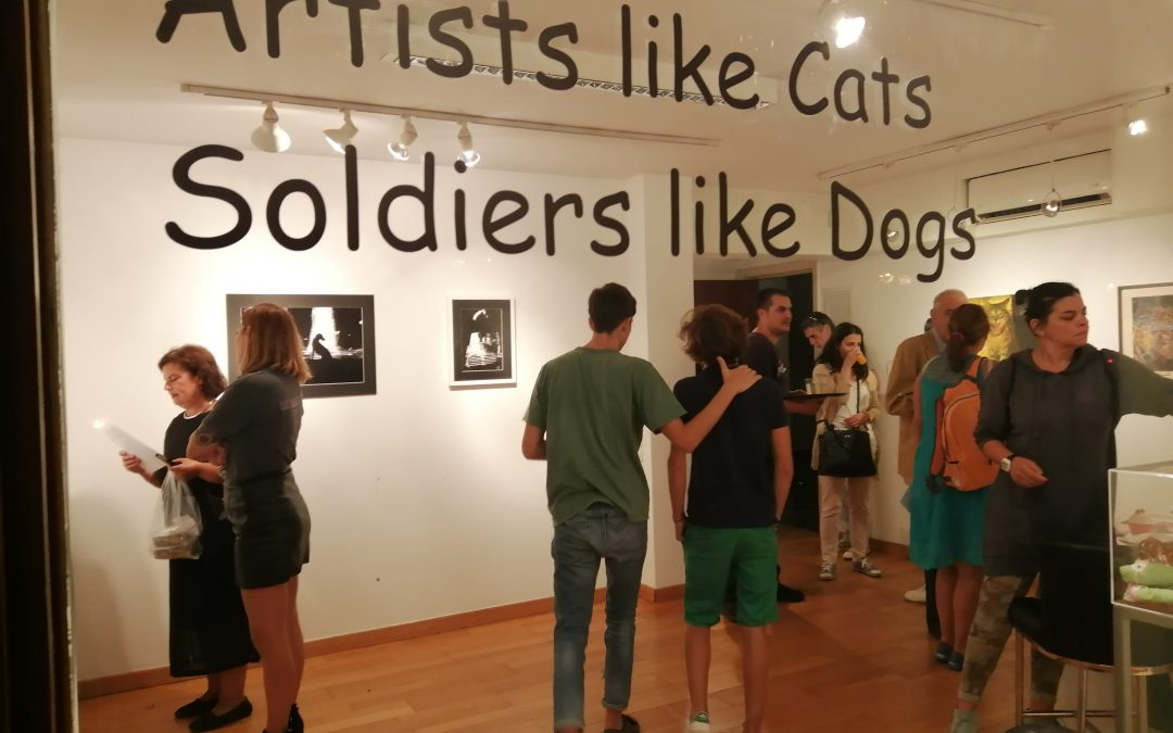 Artists like Cats Soldiers like Dogs – Μια έκθεση για τις αδέσποτες γάτες της πλατείας προσκοπων.